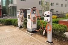 阻碍新能源汽车快速发展的'三座大山'